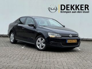 Volkswagen-Jetta-thumb
